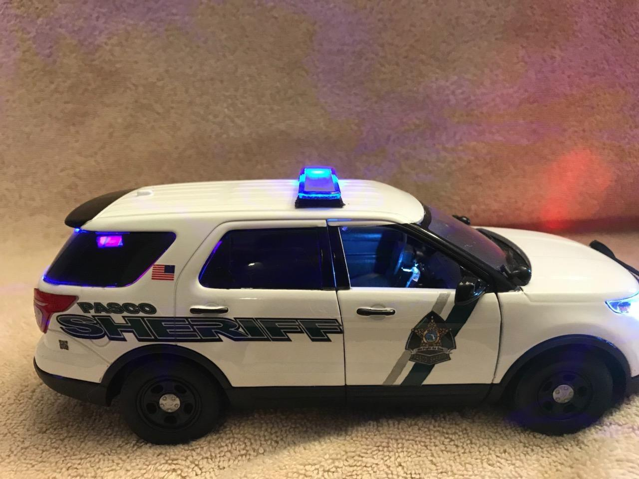 la red entera más baja Escala 1 24 alguaciles del condado de Pasco Dept Dept Dept Ford Sport Utility Vehicle con luces y sirena de trabajo  orden en línea