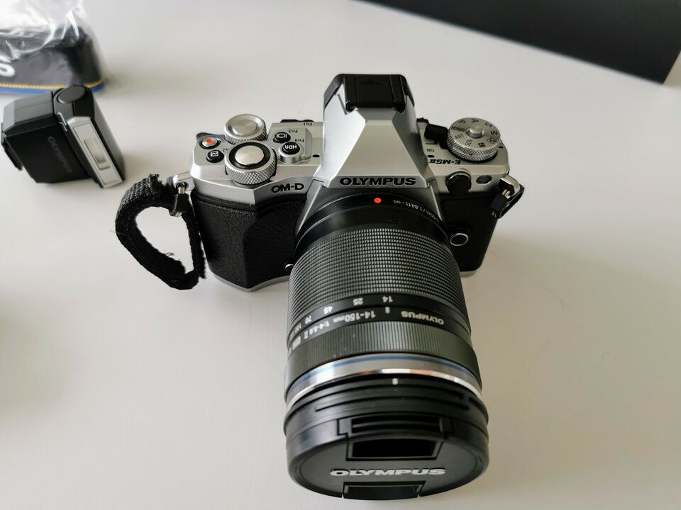 Olympus OM-D E-M5 Mark II, 16,1 megapixels, 10 x optisk zoom