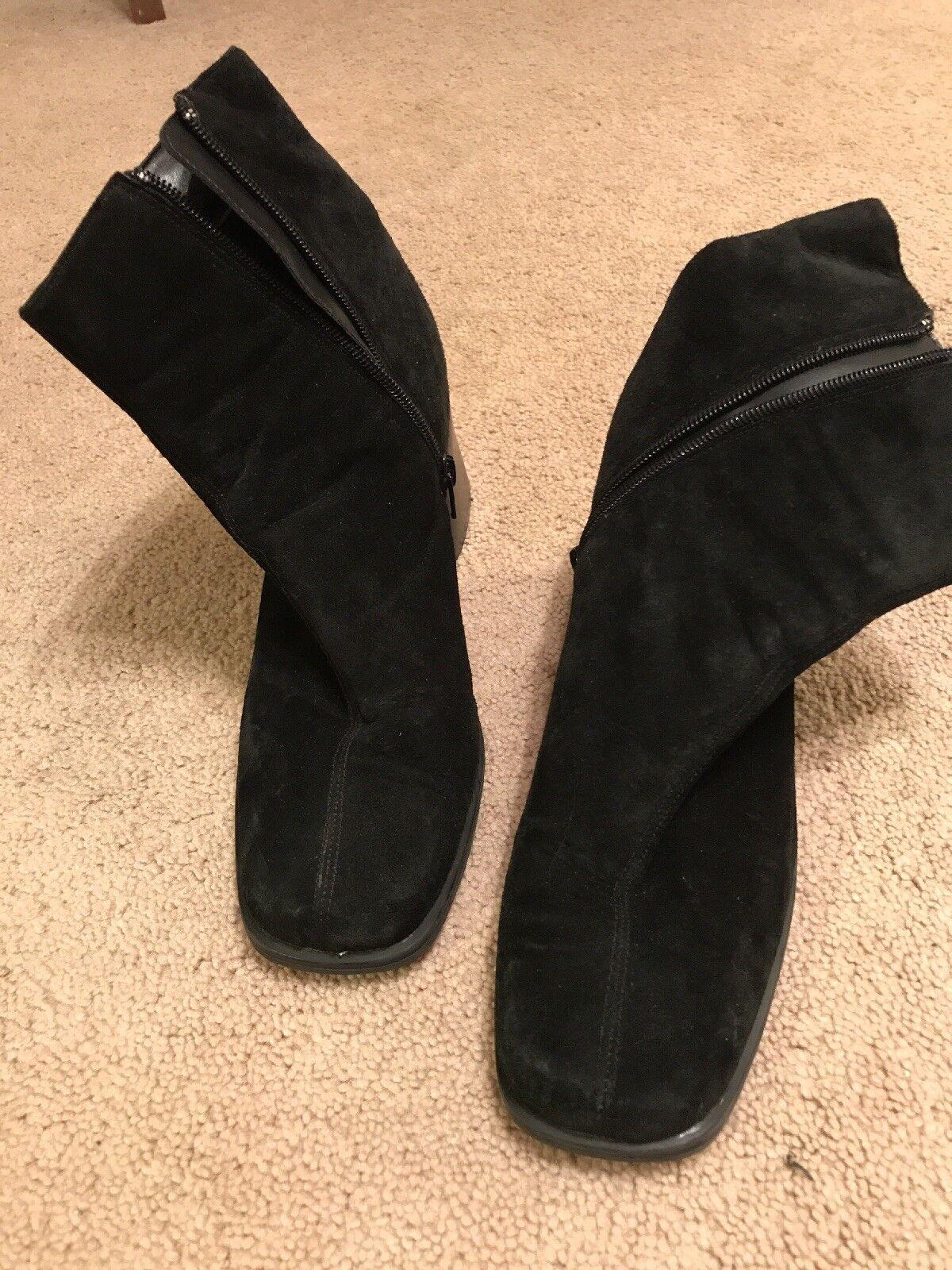 Fanfares Suede Heel Boot Black Size 9.
