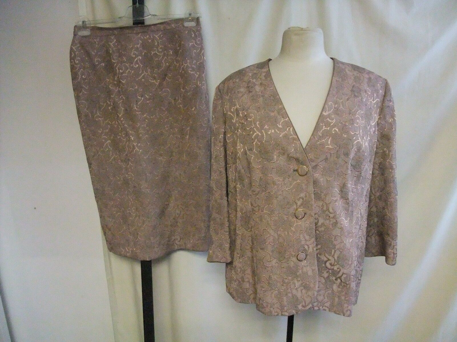Ladies Skirt Suit size M, pale pink & metallic jacquard viscose mix, lined 1855