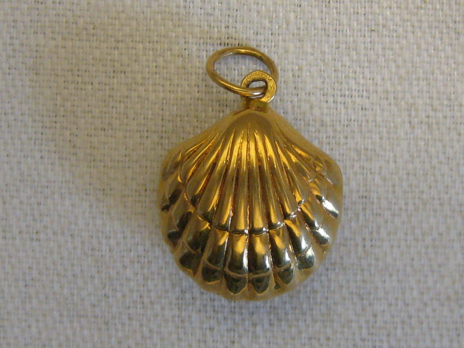 A NEW Portuguese 19.2 KT gold PUFFED CLAM CHARM FROM PORTUGAL