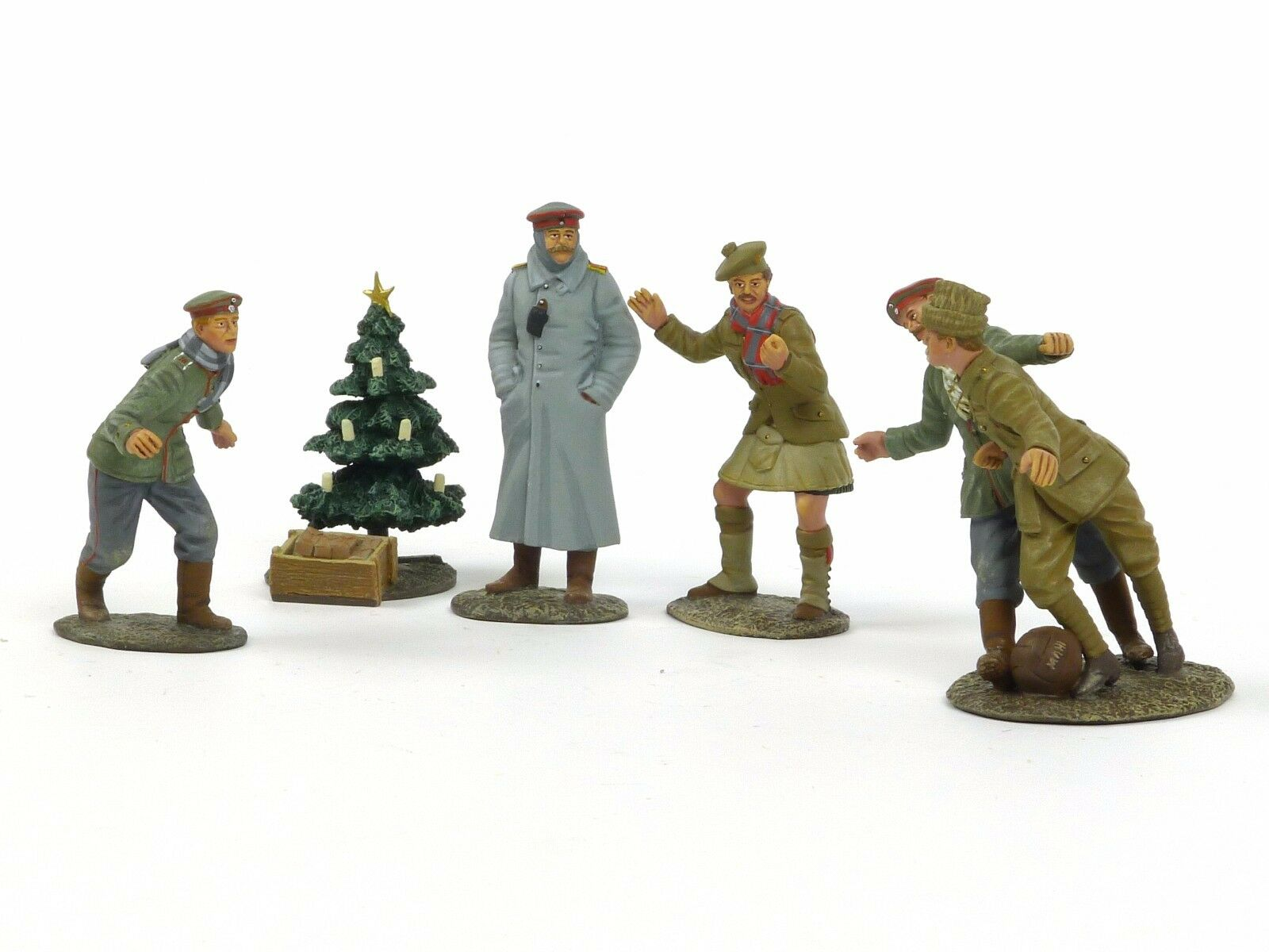 W Britain World War I Christmas 1914 Look At Him Go A Friendly Game 23086 23088