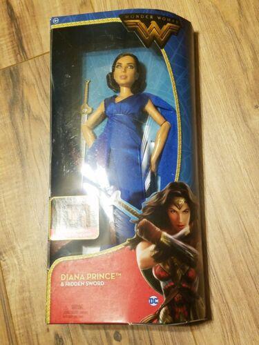 """Wonder Woman 2017 12/"""" poupée série Diana Prince /& caché épée dans son Bleu Royal"""