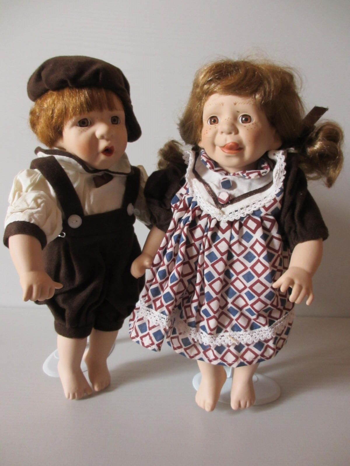 2 Porzellanpuppen Porzellanpuppen Porzellanpuppen 29cm Junge und Mädchen Puppenpaar Charakterpuppe frech Zunge a46b82