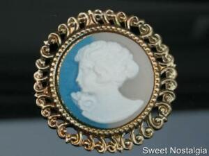 LOVELY-80-90-039-S-LARGE-ROUND-GOLD-PLATED-RESIN-PLASTIC-YOUNG-LADY-CAMEO-BROOCH