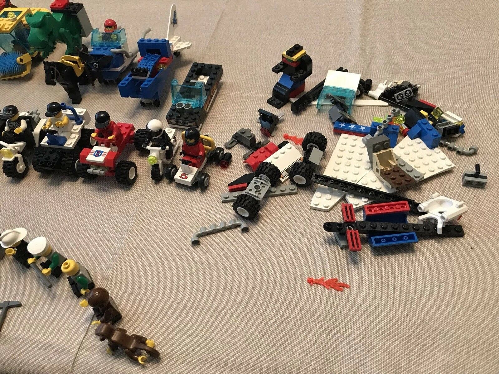 Mixed LEGO Pieces Pieces Pieces and 40 Minfigs. Star Wars, Rescue, City, Vehicles, 2.4 Lbs f6d5c1