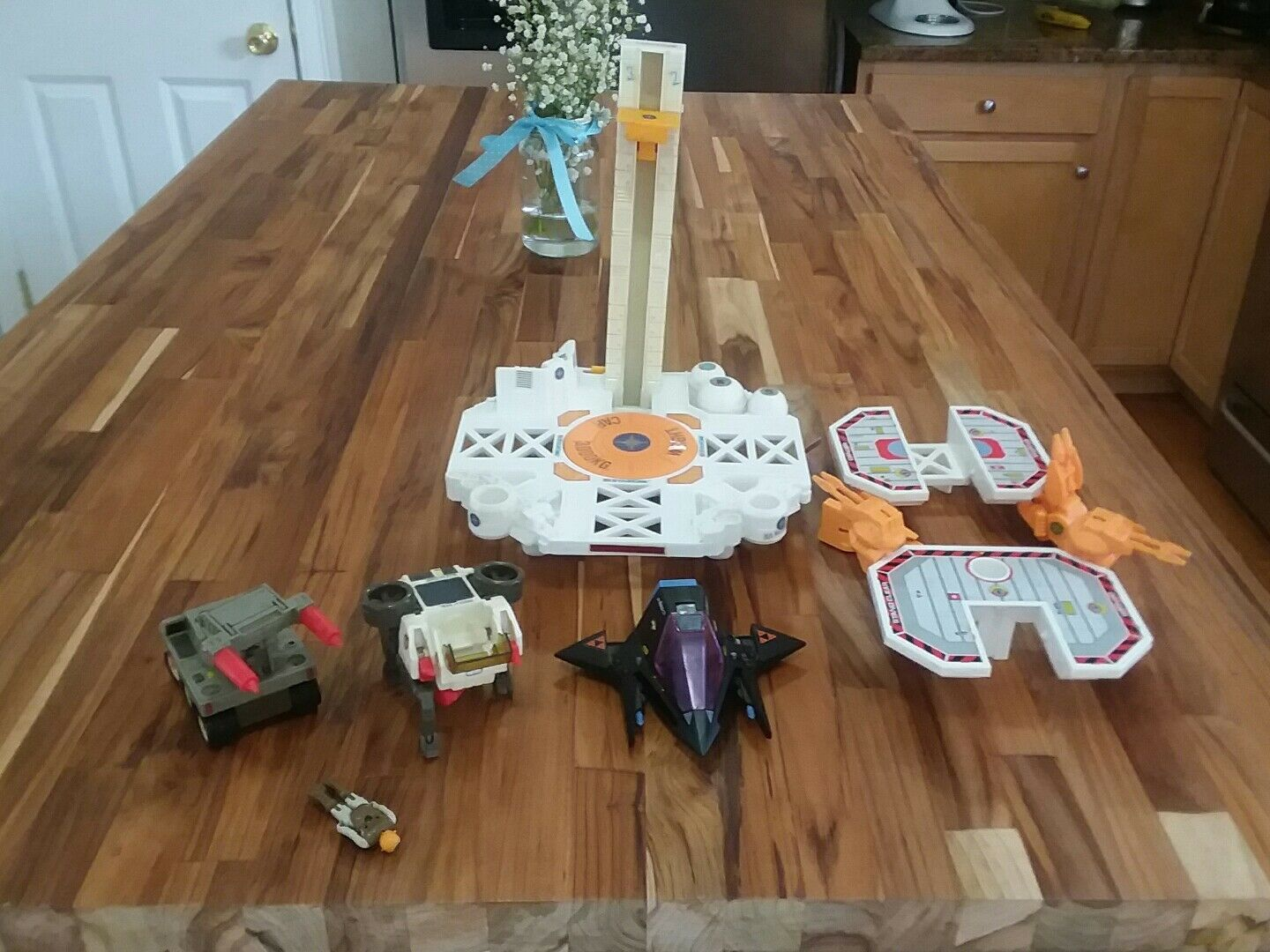 Starcom 1986 Lot coleco Starbase  w/ figure and vehicles