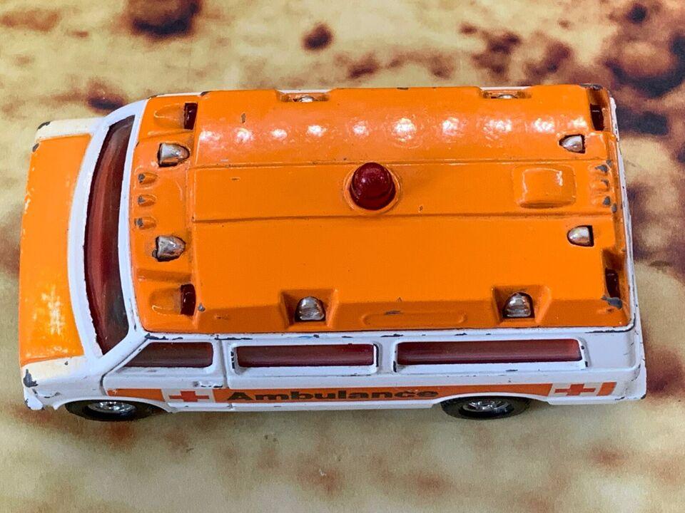 Modelbil, Corgi Chevrolet Van - Ambulance, skala 1:32