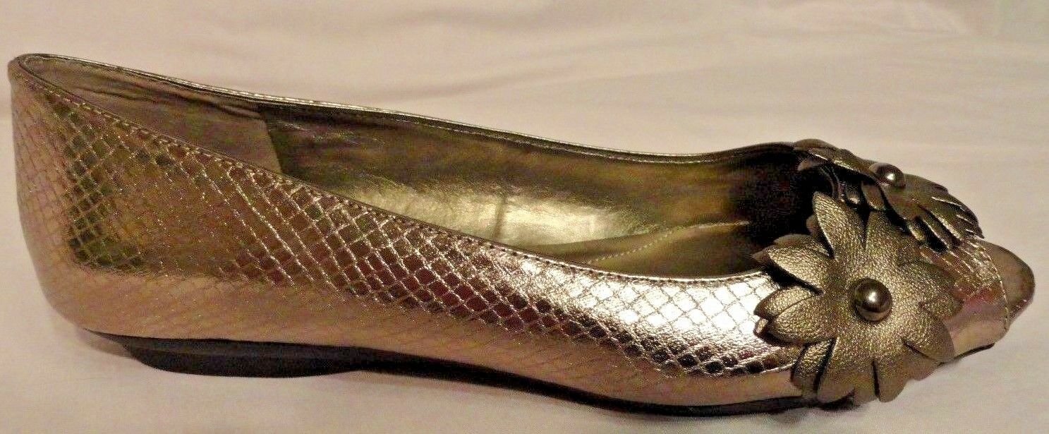 Bandolino Womens Open Toe Dress shoes gold w  Flower Embellishments 6 Medium