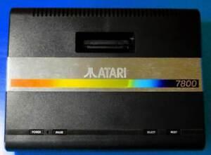 Atari 7800 con 2 joypad e 8 giochi