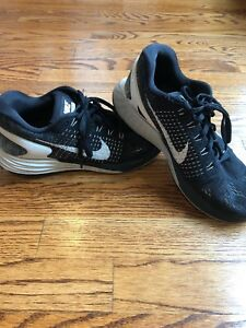 40a3fc893651 Women s Nike Lunarglide 7 Athletic Shoes Size 8B Black White  747356 ...