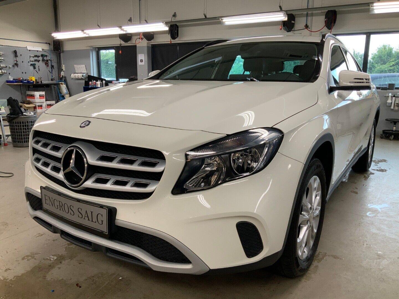 Mercedes-Benz GLA200 1,6