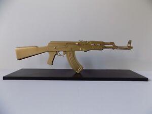 AK47-SCULPTURE-DE-ROULLAND-T-SKRED-kalach-gun-kalash-art-kalashnikov-oeuvre-deco