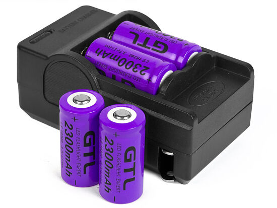 4x 2300mAh 16340 CR123A 3.7v Rechargeable Li-ion Battery + Smart Charger A115