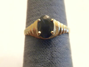 BEAUTIFUL-VINTAGE-BLUE-SAPPHIRE-SET-IN-SCALLOPED-GOLD-RING-SIZE-6-5