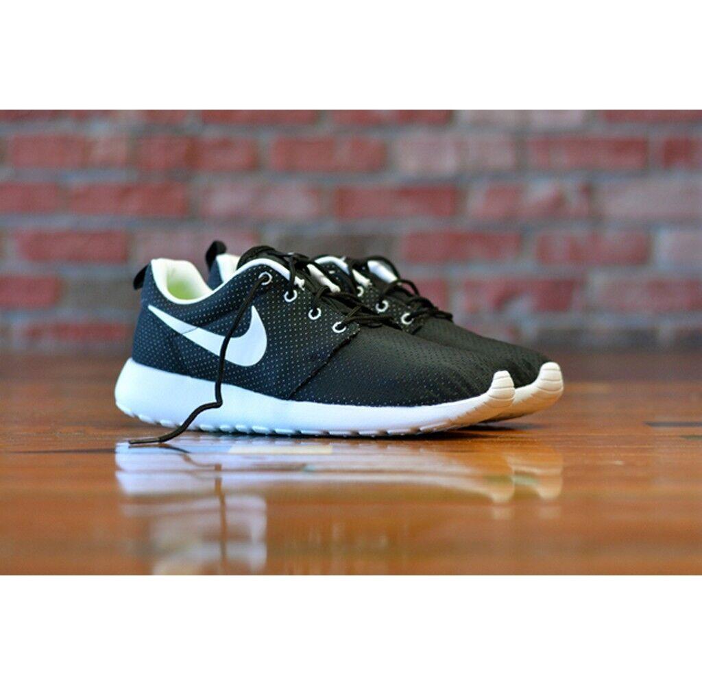 Nike Rosherun Black White running training walking 511881-092