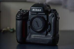 Nikon-F5-Body-Used-en-perfectas-condiciones