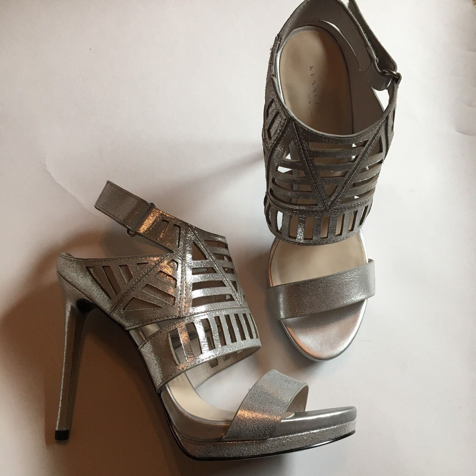 NIB 130 Kenneth Cole New York Silver Silver Silver Niko Cut-Out Platform High Heel Sandale 9.5 3ae3ec