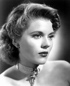 PEGGIE-CASTLE-8x10-PICTURE-GORGEOUS-EARLY-ACTRESS-PHOTO