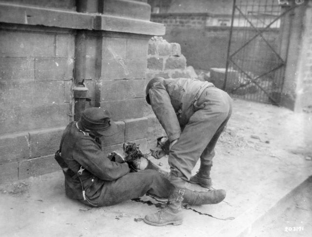 WWII Photo Wounded German US Soldier  WW2 World War Two Wehrmacht Germany / 2102