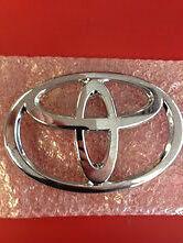 1995-2000 Tacoma Front Grille Emblem Genuine Toyota Part 75311-04020
