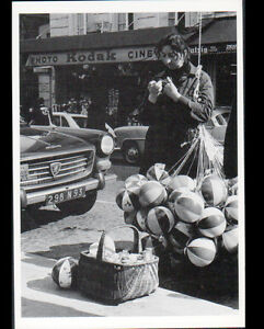 """PARIS (XVIII°) PEUGEOT 404 & MARCHAND de BALLONS devant Commerce KODAK en 1967 - France - État : Occasion : Objet ayant été utilisé. Consulter la description du vendeur pour avoir plus de détails sur les éventuelles imperfections. Commentaires du vendeur : """"CORRECT"""" - France"""