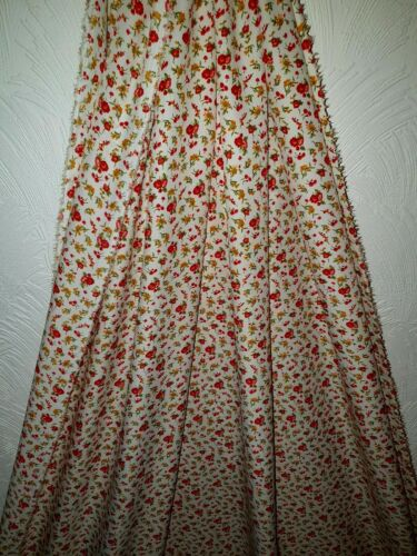 """1mLightweight red  ditsy  floral desigen American Crepe dress fabric 43/"""""""