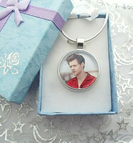 22 HARRY STYLES SINGER NECKLACE DANCE POP MUSIC GIFT BOXED 18 INCH CHAIN 20