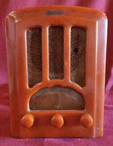 1930'S OLD YELLOW CASE EMERSON AU 190 CATHEDRAL CATALITE BAKELITE TUBE RADIO.