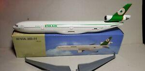 FLIGHT-MINATURE-EVA-AIR-MD-11-1-200-SCALE-PLASTIC-SNAPFIT-MODEL