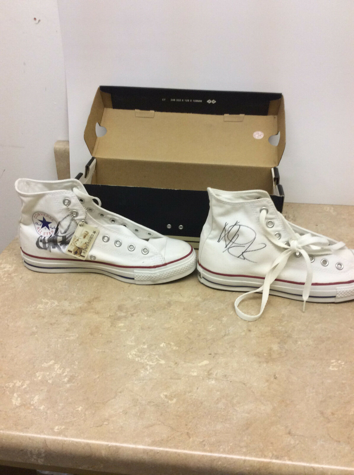 All American Rejects Signed Autographed Converse Chuck Taylor Chaussures