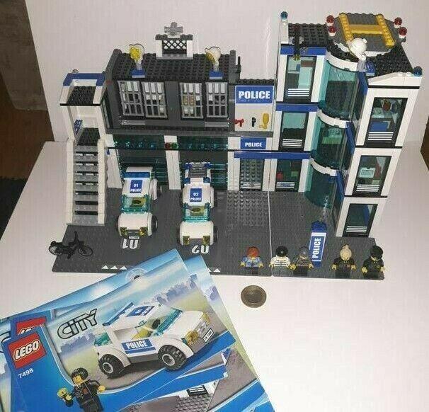 LEGO città 4798 Stazione di Polizia  Set con 4 MINI cifraS  pre di proprietà  molte sorprese