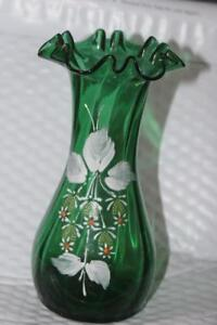 ANTIQUE-VICTORIAN-GORGEOUS-HAND-PAINTED-BLOWN-GREEN-GLASS-RUFFLED-EDGE-VASE-7-034