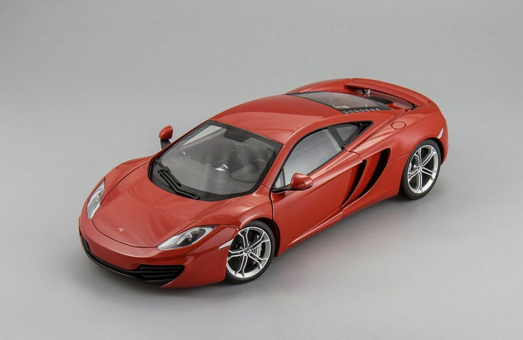 McLaren MP4-12C 2011 rouge 1 18 Autoart 76008