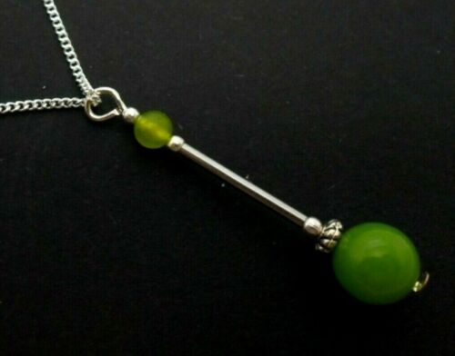 A LOVELY PERIDOT GREEN JADE BEAD  PENDANT NECKLACE NEW.