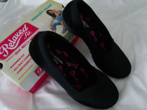 Skechers  Womens Shoes Interview Size 7.5