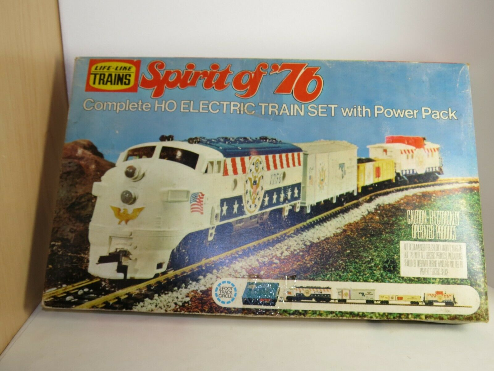 LIFE-LIKE TRAINS Spirit Of 76 HO Electric Train Set 08752 In Box