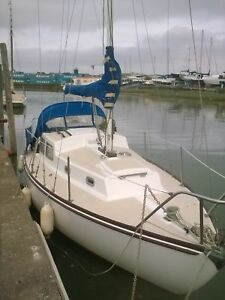 24ft-trident-yacht-sailing-boat-inboard-recent-yanmar-engine-essex-live-aboard