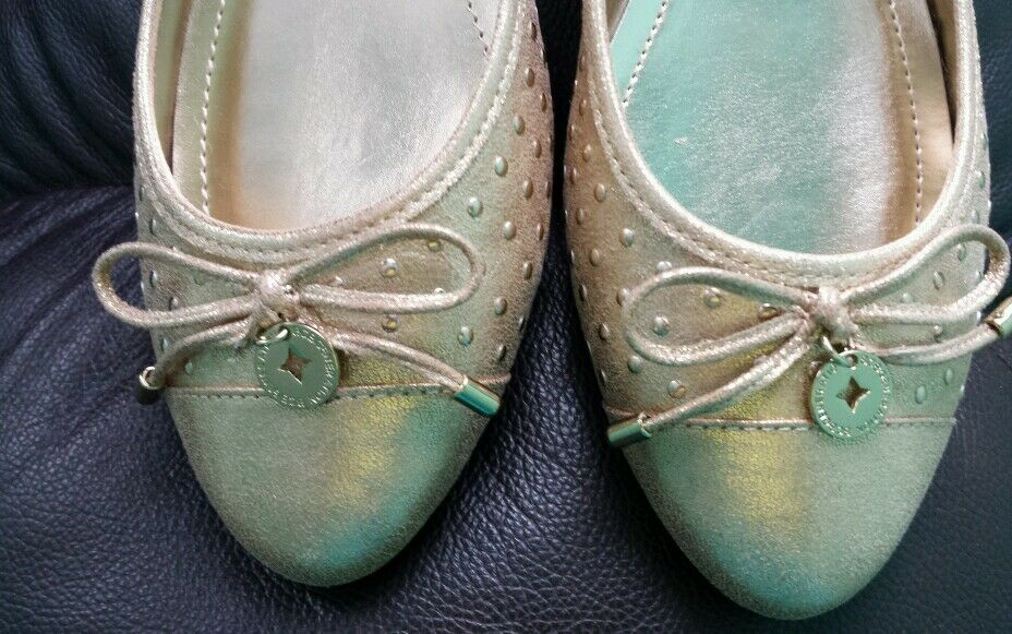 BCBGeneration Wallee gold gold gold dust powder metallic flats shoes size 8.5 M NEW 939767