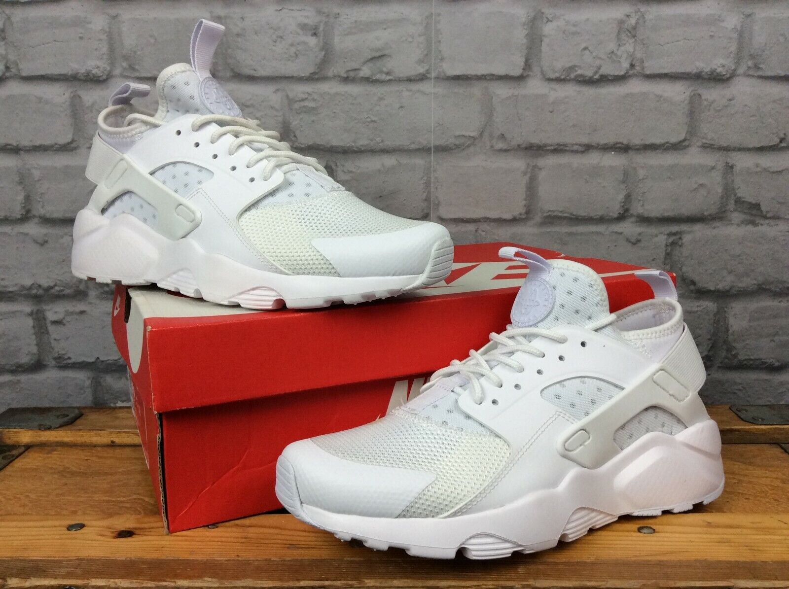 NIKE UK 6 EU 40 AIR HUARACHE ULTRA TRIPLE Weiß TRAINERS MENS LADIES LG