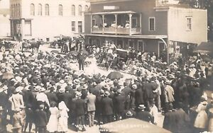 Jasper-Minnesota-034-When-Jasper-Celebrates-034-Play-Stage-In-Front-of-Hotel-1911-RPPC
