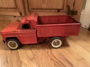 Vintage-Structo-1960-039-s-Pressed-Steel-Dump-Truck-Red-White-Wall-Tires