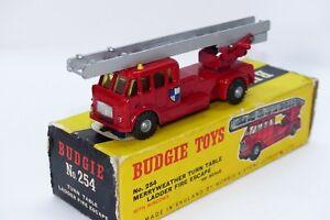 Budgie Toys No 254 est le modèle de Merryweather Ladder à plateau tournant EXE en boîte