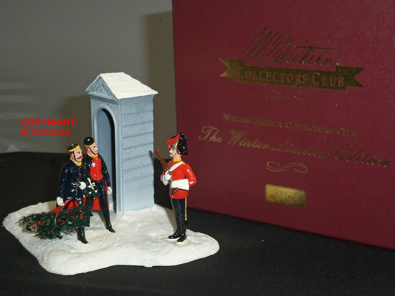 BRITAINS 40173 COLLECTORS CLUB BRINGING HOME THE HOLLY TOY SOLDIER CHRISTMAS SET