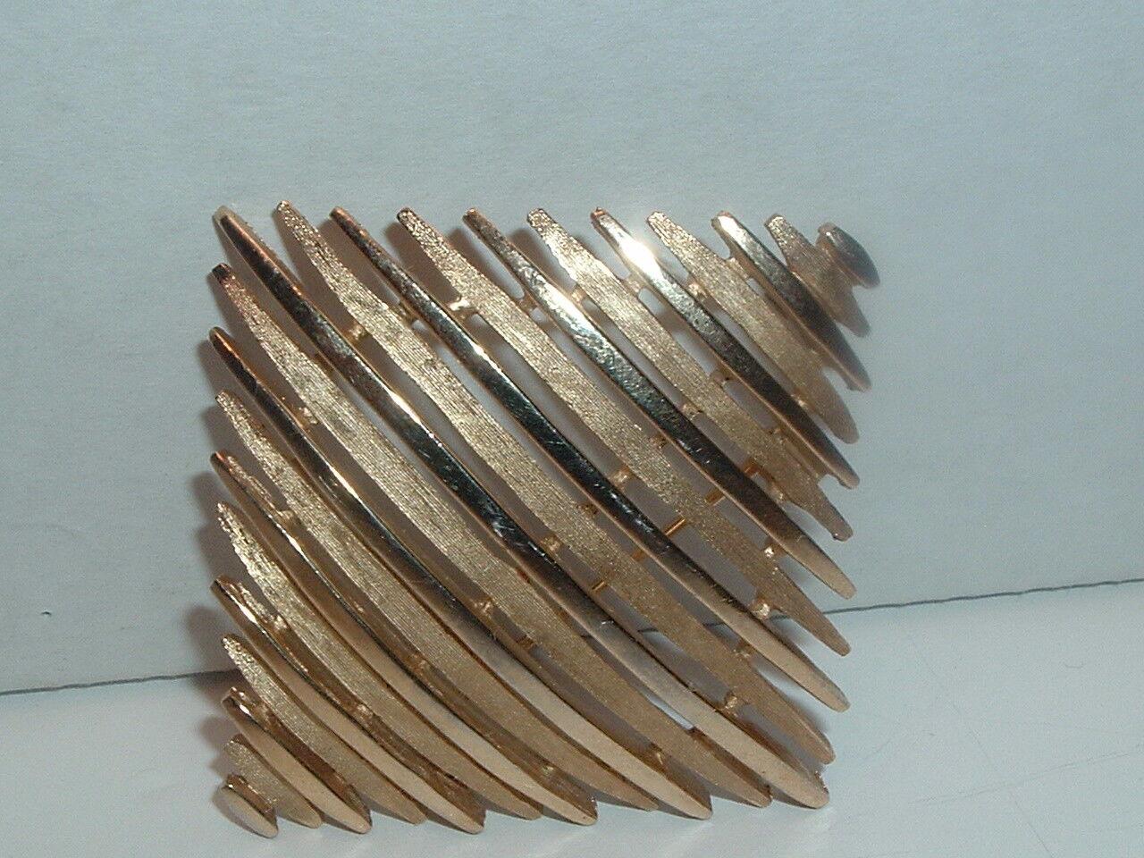 VTG 1950 CROWN TRIFARI  2-TONE gold DIAMOND SHAPED BROOCH