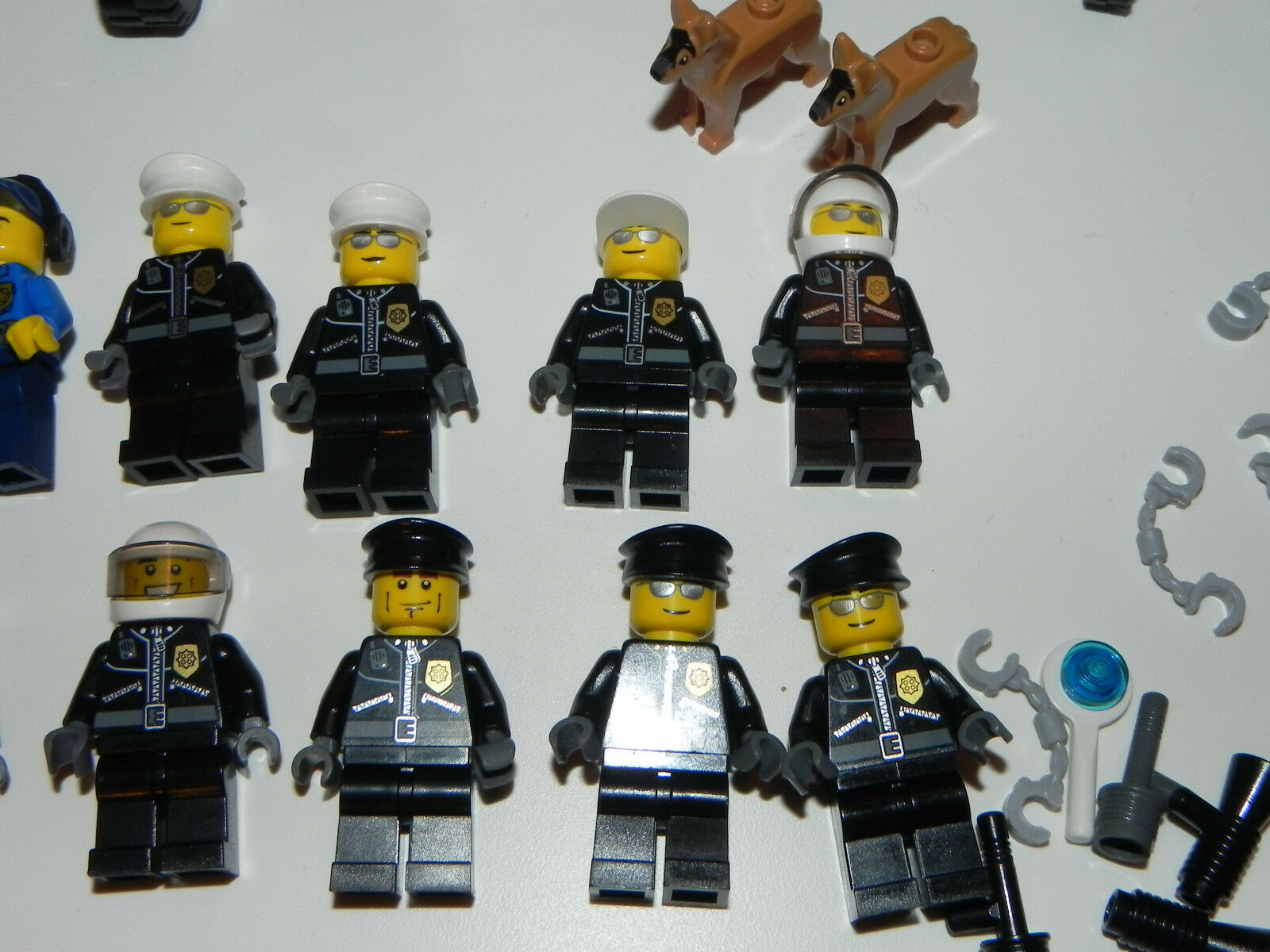 Lego Minifig Minifigure Minifigure Minifigure Lot of 11 Police Policemen Policeman 2 Dogs & Motorcycle 622ffa