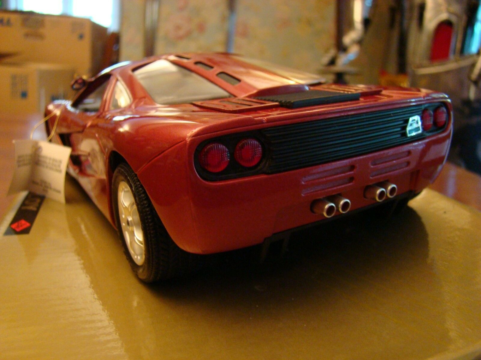 1 18 McLaren F1 F1 F1 6.1 Litro BMW V12 Super Coupe Rubí Perla Rara 8658d4