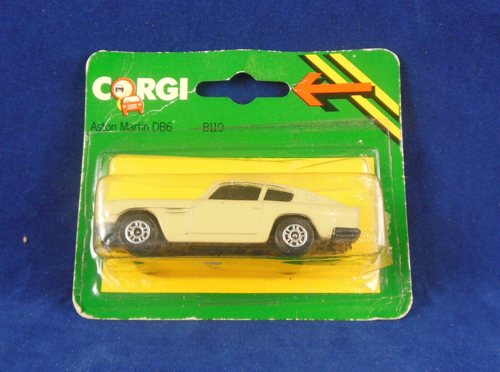 Extrêmement rare 1984 CORGI JUNIORS B110 Aston Martin DB6 en Beige Couleur RARE