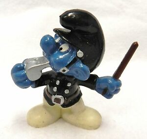 Smurf Schleich Peyo Police Man Whistle Crossing Guard H