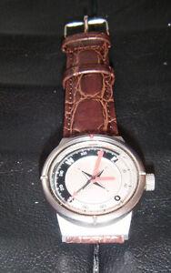 original audi uhr herren armbanduhr kompass mit lederarmband. Black Bedroom Furniture Sets. Home Design Ideas